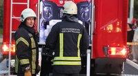 Vilniuje užsidegė gyvenamasis namas, apdegė jaunuolis (nuotr. Broniaus Jablonsko)