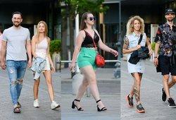 Pamatykite gatvės madas: praeiviai atidengia kojas ir demonstruoja vasarišką stilių