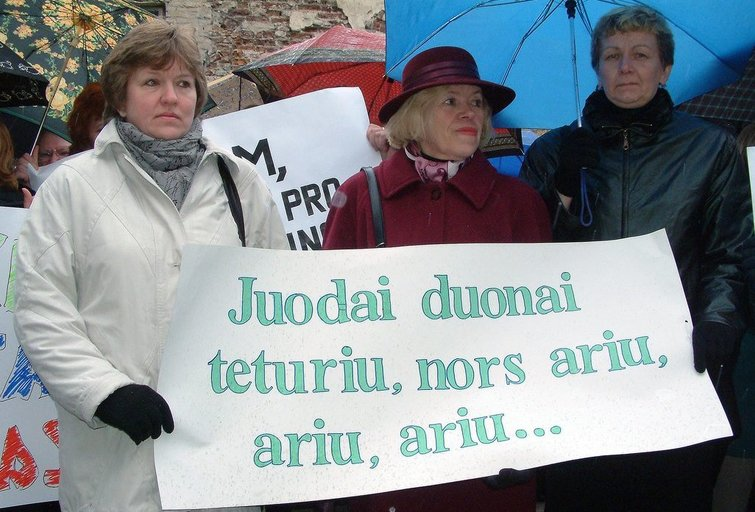 Pedagogai protestuoja (nuotr. Fotodiena.lt)