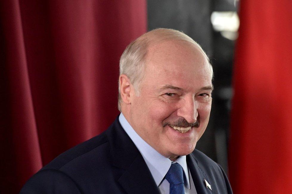Atrado silpną Lukašenkos vietą: sankcijos režimui nebeatrodys juokingos?