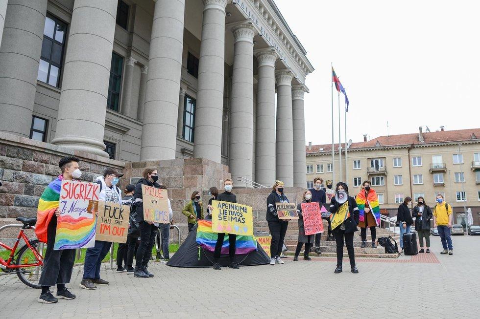 """LGBT bendruomenė pasmerkė Seimo žingsnį: """"Tai gėdingas momentas Lietuvos istorijoje"""""""