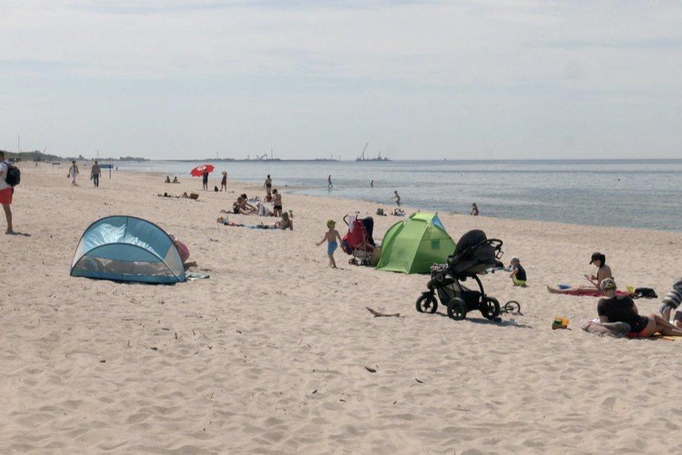 Atšilus orams, prie jūros traukia ir vagys: švilpia rankines, telefonus ir dviračius (nuotr. stop kadras)