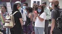 Meksikiečiai šluoja kelionių JAV paketus, kuriuose – koronaviruso vakcinos (nuotr. stop kadras)