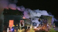 Vilkaviškio rajone užsiliepsnojusį namą gesina gausios ugniagesių pajėgos: viduje gali būti žmogus (nuotr. Raimundas Maslauskas/TV3)