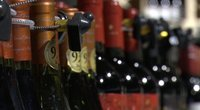 Tautai priešinantis alkoholio ribojimų pakeitimui, valdantieji juos žada jau nuo Naujųjų metų (nuotr. stop kadras)