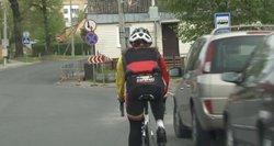 Incidentas Panevėžyje: būrys dviratininkių rėžėsi į vairuotojo staiga atidarytas automobilio duris