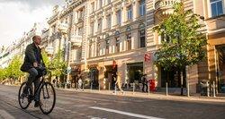 Pokyčiai dviračių ir paspirtukų vairuotojams – automobilistai dėl to pyksta