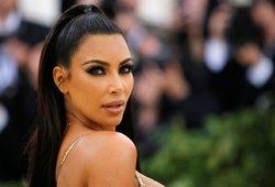 Koronavirusas vėl įsisuko į žymiųjų Kardashianų šeimą: susirgo Kim Kardashian su vaikais
