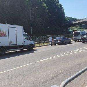 Vilniuje judrioje gatvėje susidūrė du sunkvežimiai ir lengvasis automobilis, susidarė spūstys