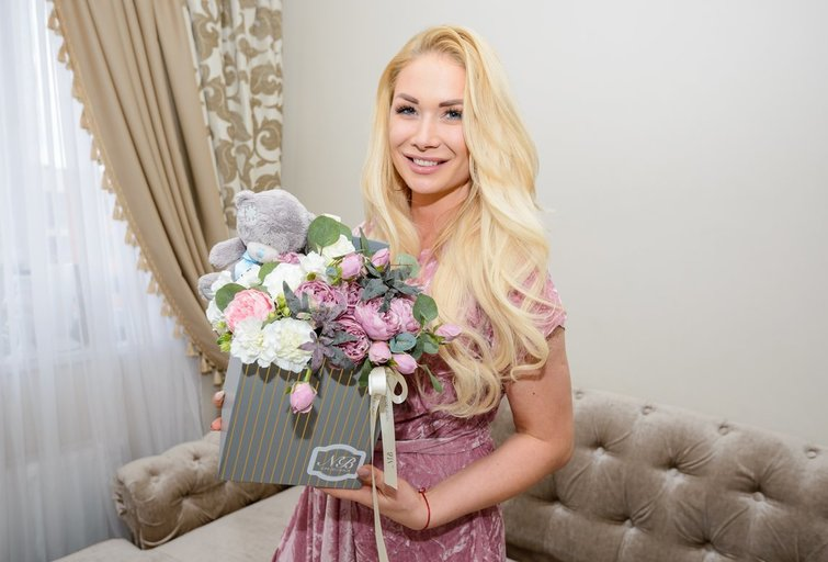 Natalija Bunkė atvėrė savo namų duris: parodė kuriamas puokštes (nuotr. Eimanto Genio)