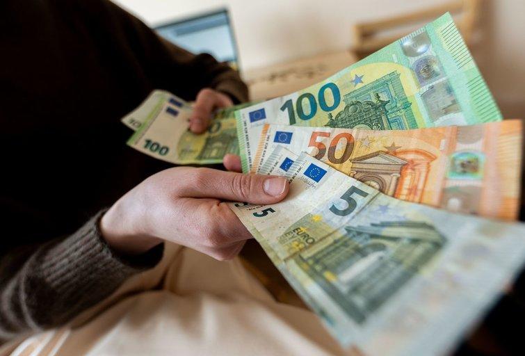 Moteris piktinasi, kad sukauptas 40 metų stažas dar negarantuoja didelės pensijos (nuotr. Fotodiena/Justino Auškelio)