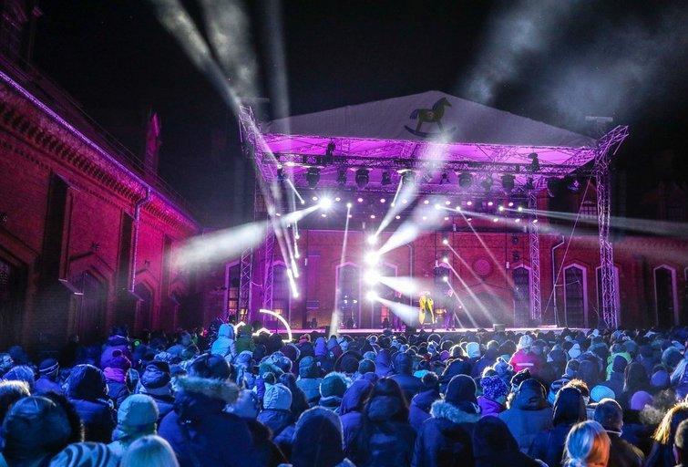 Kalėdų eglės įžiebimo šventė Raudondvario dvare  kasmet pritraukia tūkstančius žmonių iš įvairių Lietuvos vietų (nuotr. Organizatorių)