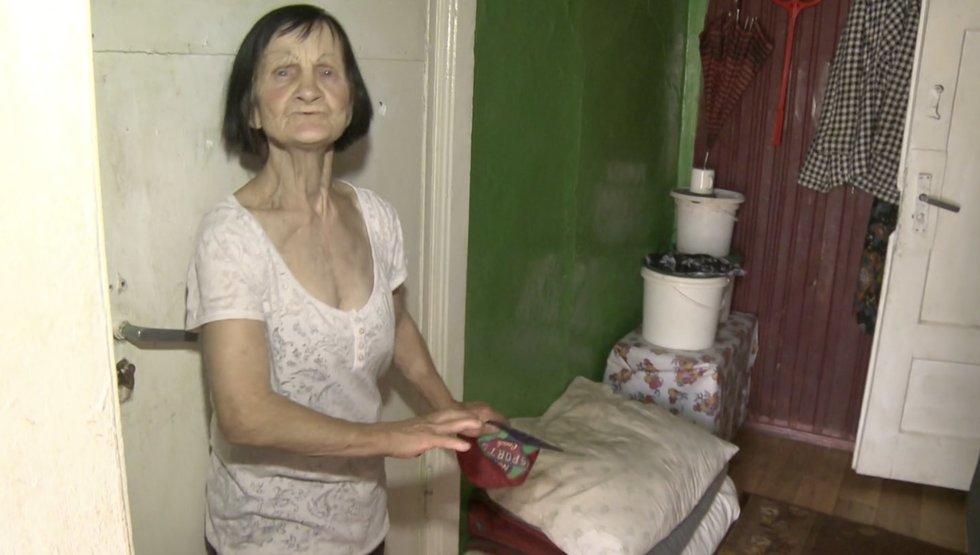 TV Pagalba. Nerijus jau penkis metus miega ant močiutės grindų: gyvenimą sujaukė automobilio avarija