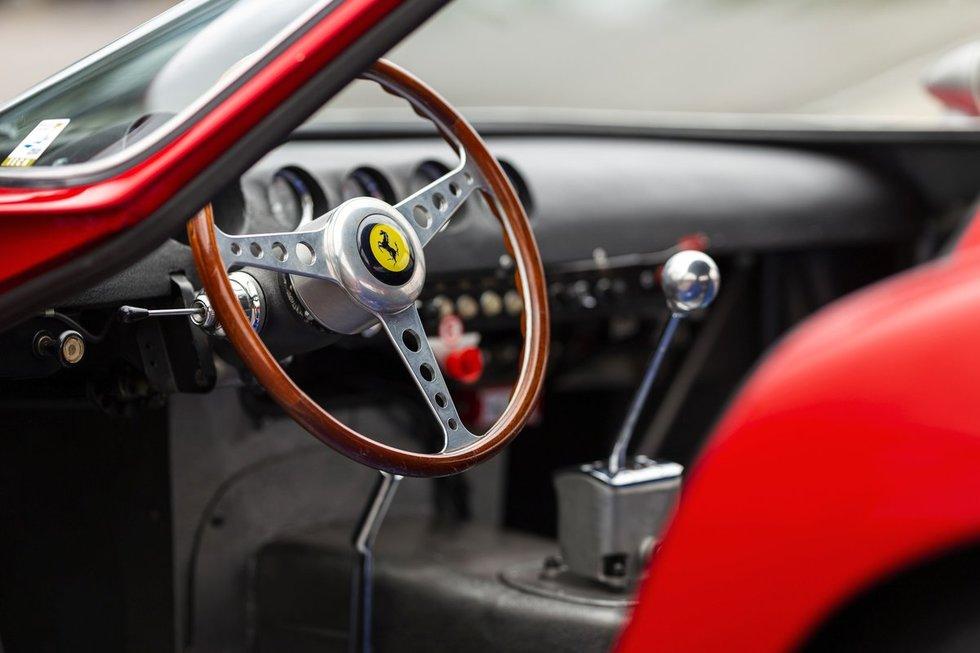 """""""Ferrari"""" lenktynių žvėris pretenduoja tapti brangiausiai parduotu automobiliu pasaulyje"""