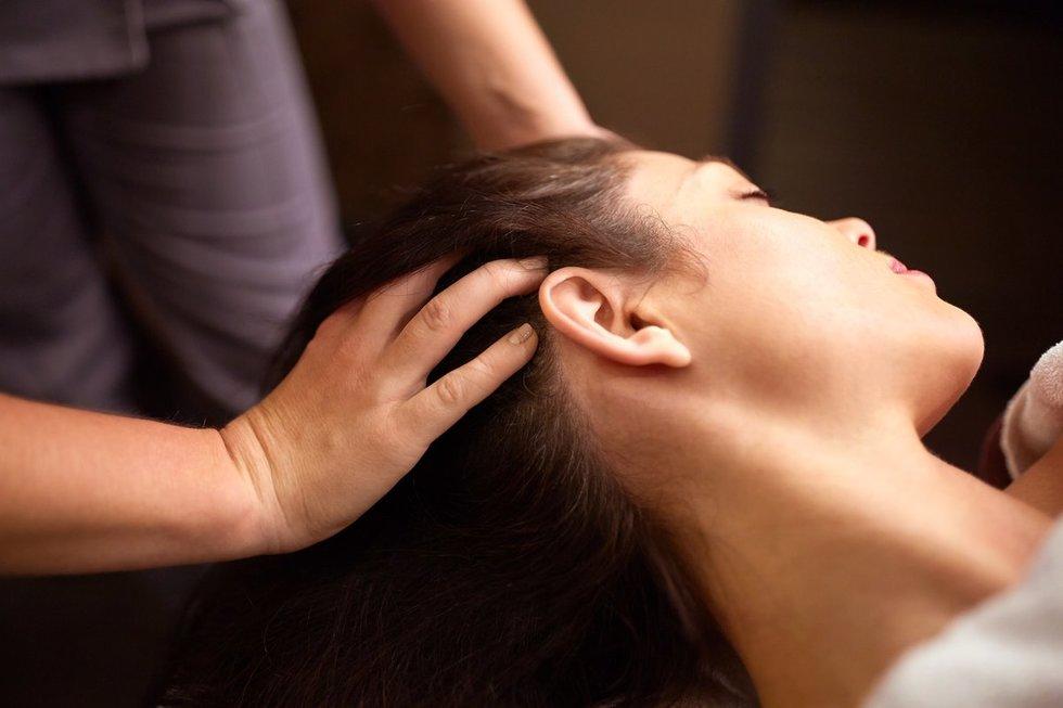 Galvos masažas (nuotr. Fotolia.com)