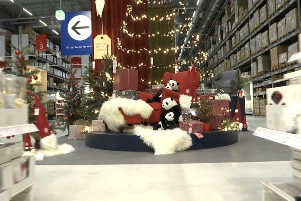 Prekybininkai trina rankomis: Kalėdiniai pardavimai prasidėjo keliais mėnesiais anksčiau  (nuotr. stop kadras)