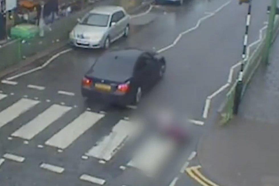 BMW vairuotojo žiaurumui nėra ribų: partrenkęs senolę nė nepristojo