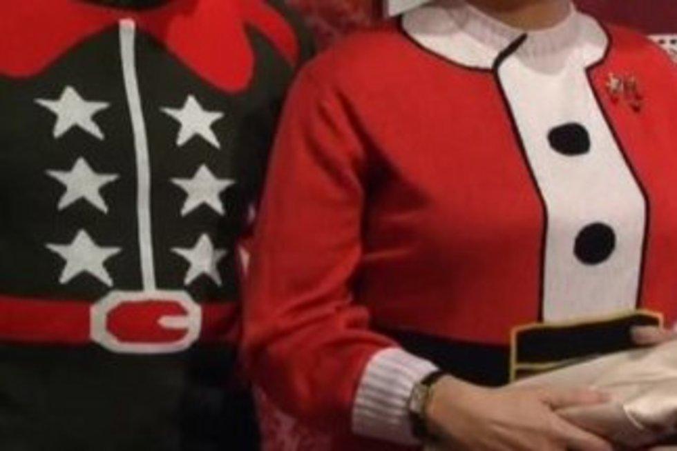 Tūkstančių lankytojų dėmesiui – kalėdiniais megztiniais papuošta karališkoji šeima
