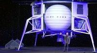 """""""Amazon"""" įkūrėjas jau kitą savaitę su broliu skris į kosmosą: dar viena vieta skrydžiui parduodama aukcione (nuotr. stop kadras)"""