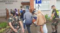Lazdijų r. Kapčiamiesčio Emilijos Pliaterytės mokykla – atvyko nelegalūs migrantai (TV3 nuotr.)