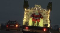Kalėdos išradingai: Vilkaviškio rajone Kalėdų senelis sveikino per saugų atstumą (nuotr. stop kadras)