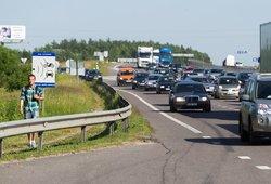 Įspėjimas važinėjantiems darbiniais automobiliais: ruošiasi tikrinti, ar keliaujate ne atostogauti