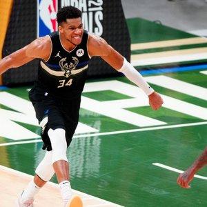 Emocijas laisvai liejęs Antetokounmpo – NBA finalo geriausias žaidėjas