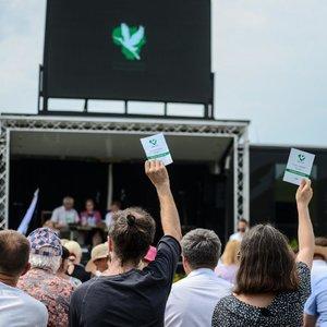 Eiliniai valstiečiai stoja mūru už Karbauskį: demokratija ateis su laiku