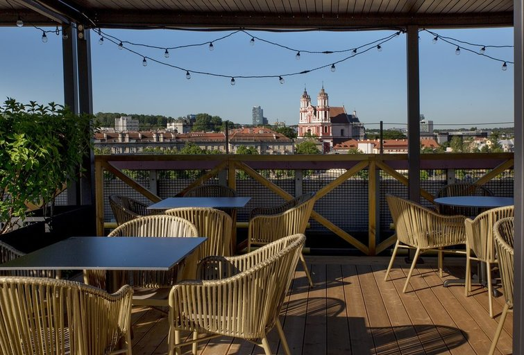 """""""Upės terasa"""" – nauja laisvalaikio, restoranų ir koncertų erdvė Vilniaus centre"""