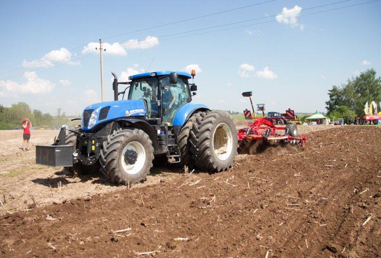 Žemės ūkio technika (nuotr. Tv3.lt/Ruslano Kondratjevo)