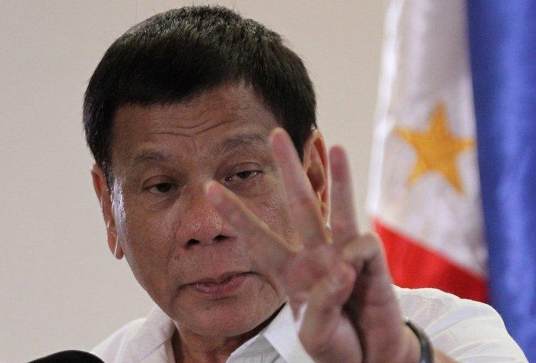 Filipinų prezidentas pagrasino mėtyti korumpuotus pareigūnus iš sraigtasparnio (nuotr. SCANPIX)