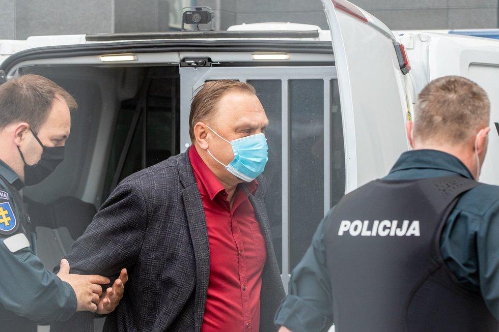 Į teismą atvežtas Valdas Sutkus