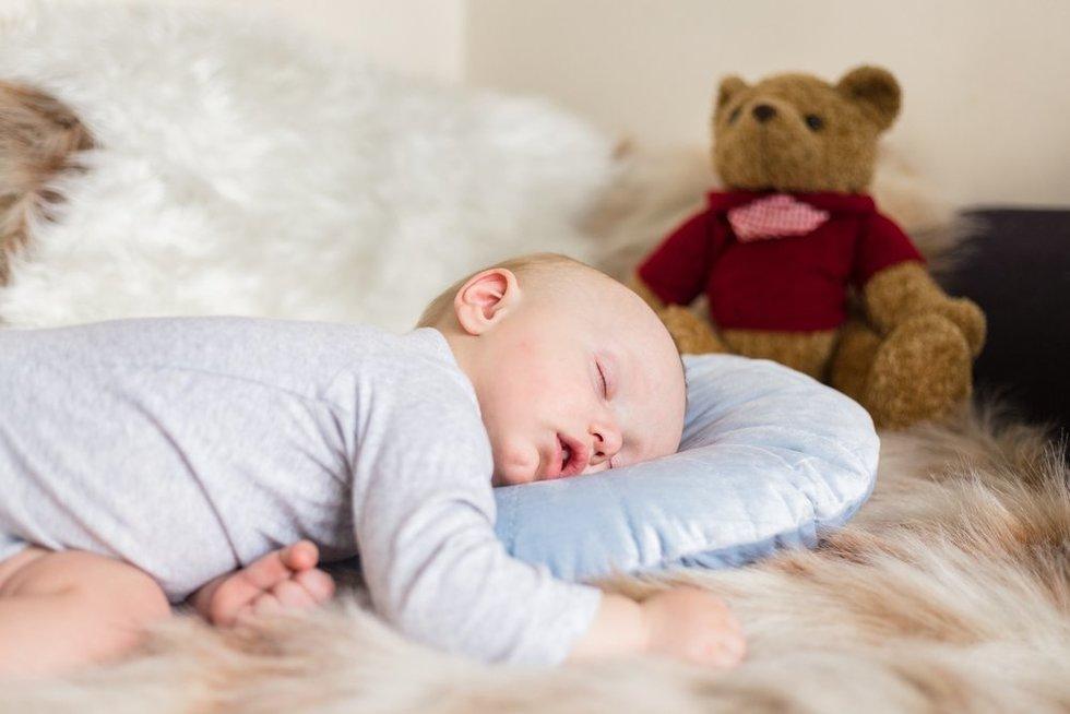 Miegantis vaikas