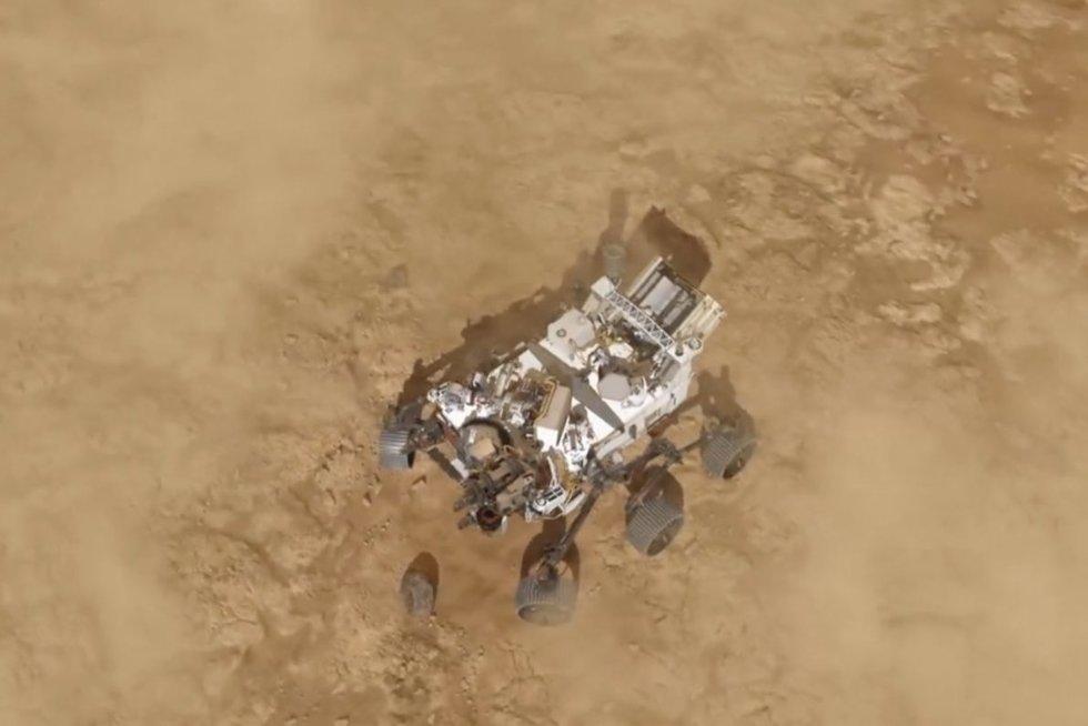Reikšmingas žingsnis kosmoso tyrinėjime: NASA marsaeigis pradėjo gyvybės paieškas (nuotr. stop kadras)