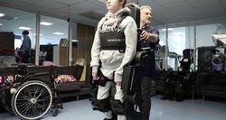 Viltis žmonėms su negalia: kuria vaikščioti padedančius kostiumus