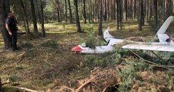 Vos pavyko išvengti mirties: susidūrė 2 sklandytuvai, liudininkai pasakoja apie didelį trenksmą