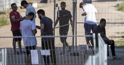 Ministrė atskleidė, kur dar bus apgyvendinami migrantai: statys ir medinių namelių miestelį