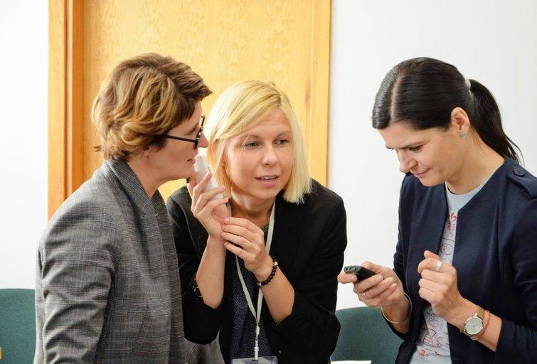 Praktinėje seminaro dalyje buvo išbandomos naujausios technologijos, skirtos specialiųjų formatų leidiniams skaityti. Lietuvos aklųjų bibliotekos archyvo nuotr.