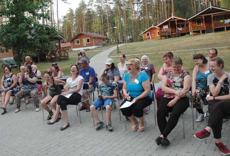 Lietuvos sutrikusios psichikos žmonių globos bendrijos surengtos atokvėpio stovyklos dalyviai ilgam pasisėmė geros nuotaikos ir sveikatos. Linos Jakubauskienės nuotr.