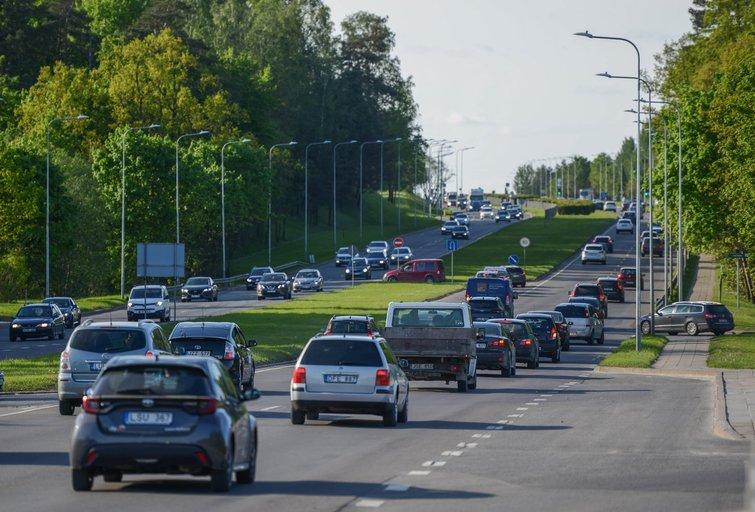 Pavežėjų tenka laukti ilgiau (nuotr. Fotodiena/Justino Auškelio)