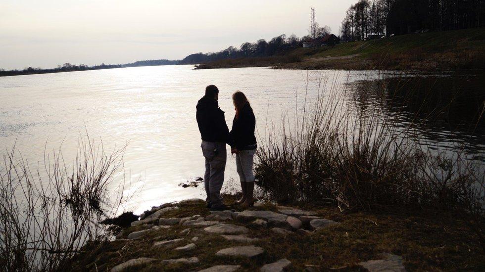Sima ir Kęstutis prie ežero (Nuotr. asm. archyvo)