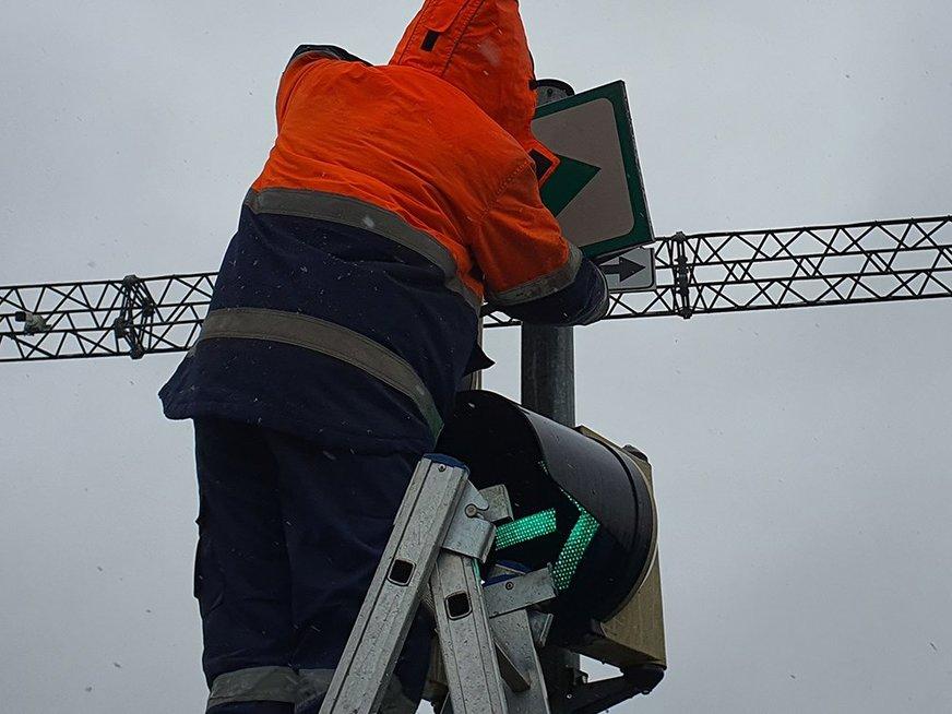 Kaunas švaisto pinigus? Modernius šviesoforus keičia žaliomis rodyklėmis