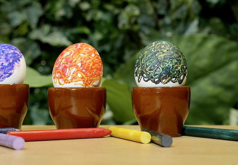 Vaškinėmis kreidelėmis marginti kiaušiniai