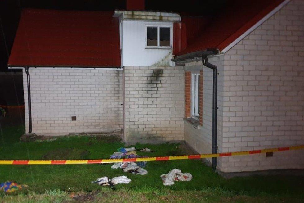 Gausios policijos Lazdijuose: ieškomi į namus įsiveržę ir vyrą padegę asmenys (nuotr. Raimundas Maslauskas/TV3)