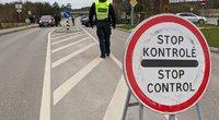 Nemenčinė uždaryta mažiausiai savaitei: tikrinami įvažiuojantys ir išvažiuojantys automobiliai (nuotr. Broniaus Jablonsko)