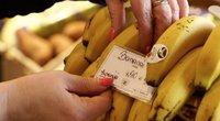 Už kilogramą bananų turguje prašo jau ir 5 eurų: specialistai įspėja – maistas dar labiau brangs (nuotr. stop kadras)