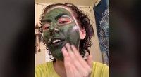 Tokio kuriozo dar nematė: išbandžiusi kaukę moteris liko žaliu veidu (nuotr. stop kadras)