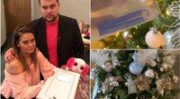Tris persileidimus patyrusi ir vieną kartą negyvą kūdikį pagimdžiusi moteris savo Kalėdų eglutę papuošė savo negimusių vaikų bambagyslėmis ir plaukais (nuotr. facebook.com)