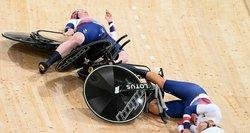 Dar vienas skaudus kritimas treke: pasaulio rekordą pagerinusios britės trenkėsi viena į kitą