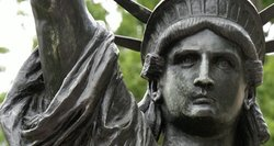 Laisvės statula JAV sulauks sesers dvynės – tiesa, gerokai mažesnės